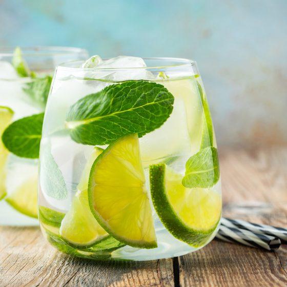 Mit unserem Mojito-Rezept und frischen Zutaten gelingt der Cocktail garantiert