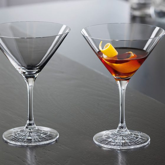 Die Spiegelau Perfect Serve Cocktailgläser greifen die berühmte Form auf und interpretieren sie neu (Foto: Spiegelau)